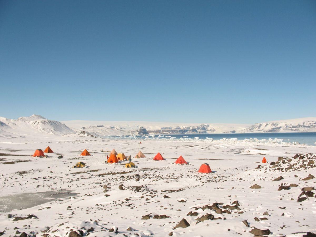 Investigadores españoles describen el impacto humano en la Península Antártica a partir de la presencia de contaminantesemergentes